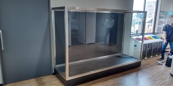 ガラスケースは展示物が入って完成するのです♪