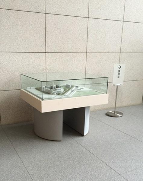 ガラスケース(5面体)の交換作業