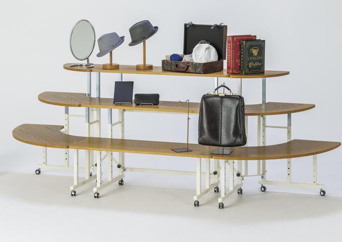 売場を演出します!3段ディスプレイテーブル。